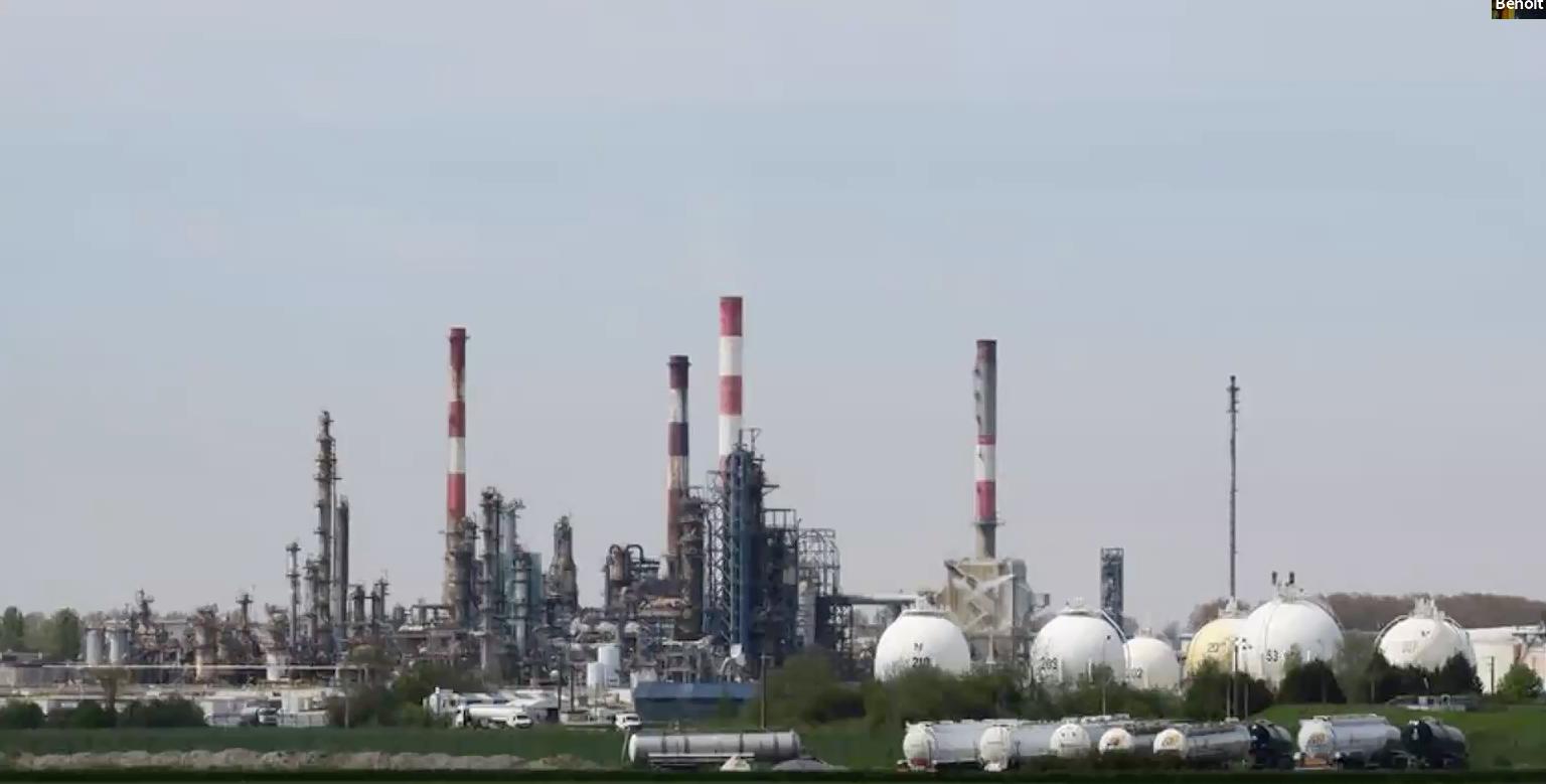Raffinerie total de Grandpuits en Seine et Marne. France